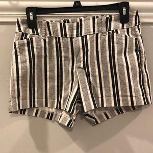 $10 SALE 🎈🎈OLD NAVY Shorts Black-White size 2